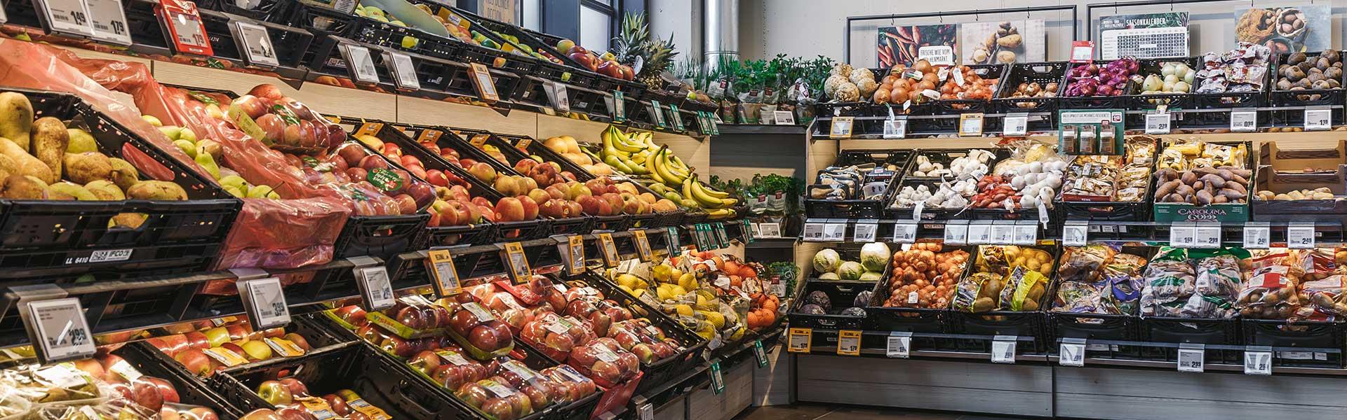 REWE Roth in Stuttgart mit seiner Gemüseabteilung